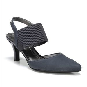 Life Stride Shoes - Life Stride Solace Heel, Navy in Size 9.5